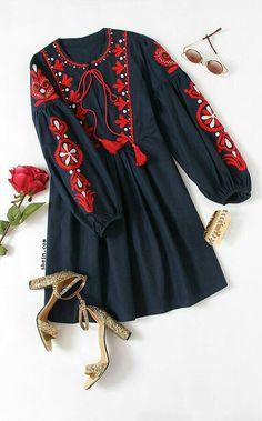 Pakistani Fashion Casual, Pakistani Dresses Casual, Pakistani Dress Design, Casual Dresses, Fashion Dresses, Stylish Dresses For Girls, Stylish Dress Designs, Top Mode, Sleeves Designs For Dresses