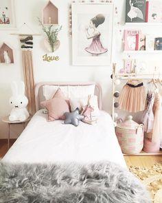 Idée de déco chambre enfant en blanc et rose