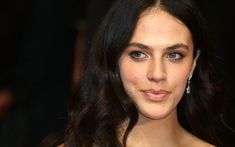 Jessica Brown Findlay interview: on feminism, the Downton family and finding herself Denise Vasi, Lady Sybil, Jessica Brown Findlay, Female Friendship, Actress Jessica, Woman Movie, Christy Turlington, Katie Holmes, Hair Inspo