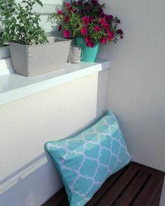 Poszewka clover mint We love beds idealnie sprawdzi się na balkon lub werandę/  Cushion clover mint We love beds ideally suited to a balcony or veranda.