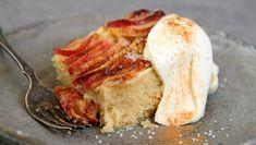 Når eplebåtene får ligge i et lag vaniljekrem blir eplekaken ekstra saftig. I Lise Finckenhagens oppskrift lages røren med brunet smør, som gir en nøtteaktig smak til eplekaken. Pudding Desserts, Let Them Eat Cake, No Bake Cake, Camembert Cheese, Mashed Potatoes, Cake Recipes, French Toast, Goodies, Pork