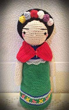 muñeca frida kahlo tejida al crochet