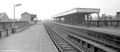 DMU passenger train at Nottingham Arkwright Street station, GCR Steam Railway, Electric Locomotive, Local History, Civil Engineering, Nottingham, Old Photos, Railroad Tracks, Bobs, Abandoned