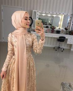 Evening Dresses Source by fashion muslim Hijab Prom Dress, Hijab Gown, Hijab Evening Dress, Muslim Dress, Evening Dresses, Modest Dresses, Ball Dresses, Pretty Dresses, Hijab Elegante