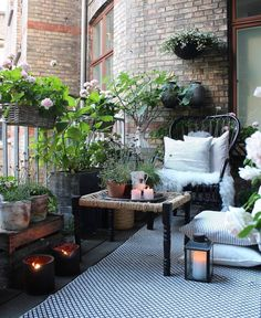 811 Likes, 27 Comments - Helle C Rye Small Balcony Garden, Balcony Plants, Balcony Ideas, Potted Plants, Apartment Porch, Apartment Balconies, Gypsy Home Decor, Terrace Decor, Home Grown Vegetables