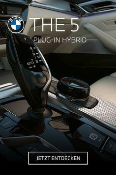 Die Zukunft lässt keine Wünsche offen. THE 5. Entdecke den BMW 530e Plug-In Hybrid mit elegantem Interieur und innovativer Technologie. #electrifyou  BMW 530e: 215 kW (292 PS), Kraftstoffverbrauch von 1,6 l/100 km bis 1,3 l/100km, Stromverbrauch von 18,9 kWh/100 km bis 16,3 kWh/100 km, CO2-Emission von 36 g CO2/km bis 31 g CO2/km. Angegebene Verbrauchs- und CO2-Emissionswerte ermittelt nach WLTP. Bmw Z4 Roadster, Bmw X7, Bmw M235i, Bmw 5 Touring, Co2 Emission, Limousine, Fast Cars, Wallpaper, Autos
