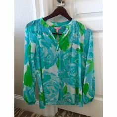 Lily Pulitzer First Impression Elsa Blouse Blue and green first impression print. Only worn twice in like-new condition. Lilly Pulitzer Tops Blouses