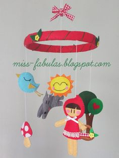 Móvil cuna bebe niño niña hecho a mano fieltro CAPERUCITA ROJA. Baby crib mobile handmade felt LITTLE RED RIDING HOOD. CONTACT: carmenmissfabulas@gmail.com