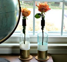 Don't toss those old wine bottles; instead use them in a variety of Cool Wine Bottles Craft Ideas. Wine Bottle Vases, Wine Bottle Centerpieces, Empty Glass Bottles, Empty Wine Bottles, Glass Bottle Crafts, Painted Wine Bottles, Bottle Art, Diy Bottle, Wine Glass