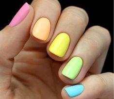 разноцветный пастельный маникюр