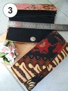 Kalau yang ini ukuran lebih besar dibanding dompet batik mini dan kecil. Lebih terlihat keren dan unik. Souvenir