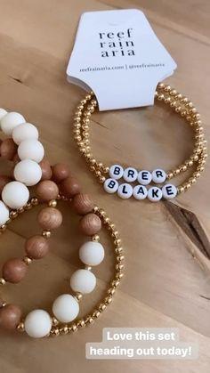 Diy Jewelry Set, Wire Jewelry Designs, Girls Jewelry, Clay Jewelry, Beaded Jewelry, Handmade Jewelry, Jewellery, Initial Bracelet, Name Bracelet