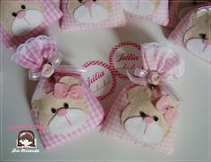 Adorable teddys for a baby shower! Baby Shower Favours, Baby Favors, Baby Shower Parties, Felt Crafts, Fabric Crafts, Diy And Crafts, Baby Shawer, Felt Baby, Teddy Bear Baby Shower