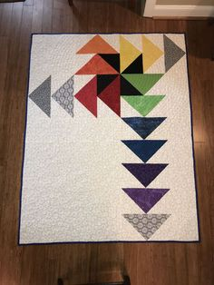 This image (a contemporary version of the flying geese quilt modern Interesting . - This image (a contemporary version of the flying geese quilt modern Interesting Quilting Flying Gee - Modern Quilting Designs, Modern Quilt Patterns, Patchwork Patterns, Pinwheel Quilt Pattern, Modern Quilt Blocks, Patchwork Ideas, Quilt Baby, Small Quilts, Mini Quilts