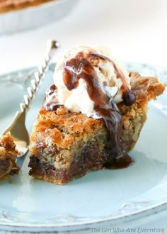 Chocolate Chip Pie: Top a slice of this chocolatey, sweet pie with a scoop of vanilla ice cream and drizzle of hot fudge. Click through to find more easy and delicious chocolate chip dessert recipes. Chocolate Chip Cookies, Desserts With Chocolate Chips, Chocolate Chip Recipes, Chocolate Truffles, Chocolate Lovers, Hot Chocolate, Köstliche Desserts, Delicious Desserts, Dessert Recipes