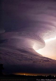 Lightnings, hurricanes, tornados and supercells by storm chaser Camille Seaman All Nature, Science And Nature, Amazing Nature, Weather Cloud, Wild Weather, Weather Storm, Storm Clouds, Sky And Clouds, Tornados