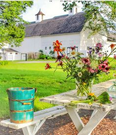 After the snowy and cold weekend we had this picture makes me keep hoping for SPRING! Country Charm, Country Life, Country Living, Country Style, Cabana, Country Barns, Country Roads, Farm Barn, Country Scenes