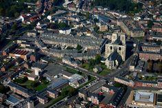 Abbeville - Somme (80) #tourisme #campingcar Calais, Camping Car, Paris France, Paris Skyline, City Photo, Champagne, Photos, Culture, Travel