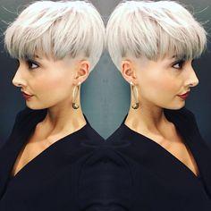 Hab die Haare schön  schnitt sitzt Farbe sitzt was will Frau mehr   #hair #colour #colors #haircut #greyhair #undercut #sidecut #pixie #pixiecut #blonde #olaplex #olaplexdeutschland #shorthair #beauty #beautiful #love #happy #photo #pic #selfie #selfies