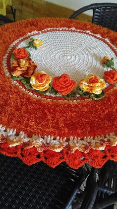 Crochet Flower Patterns, Crochet Flowers, Woolen Craft, Crochet Tablecloth, Table Covers, Floor Rugs, Doilies, Projects To Try, Holiday Decor