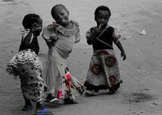 """""""Grande é a poesia, a bondade e as danças...   Mas o melhor do mundo são as crianças""""   Fernando Pessoa."""