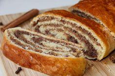 Nussstrudel #veganermaulwurfkuchen Der Nussstrudel oder von meiner Mama auch liebevoll Huamwehstrudl (burgenländisch für Heimwehstrudel) genannt, zählt zu den Mehlspeis-Klassikern aus Omas Küche. Je nach Region wird der Strudel aus …