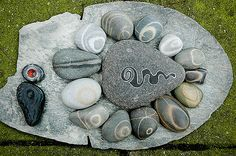 Stones from de Normandy coast. I painted the big one and the black one down left. The other are all natural !