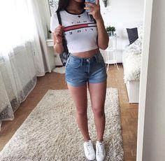Short en jean + t-shirt Tommy Hilfiger