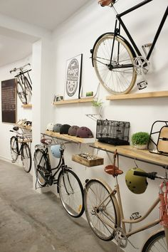 Hanging bottom bikes from middle shelf
