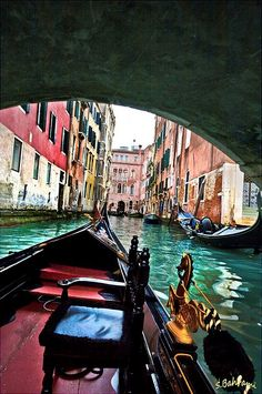 smooch under a bridge on a gondola in venice. Venice Travel, Italy Travel, The Places Youll Go, Places To See, Places In Italy, Visit Italy, Most Beautiful Cities, Venice Italy, How To Take Photos