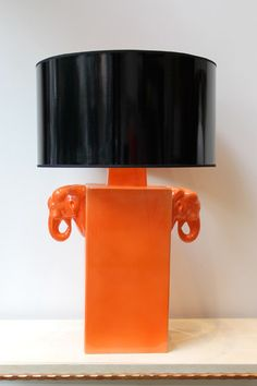 Lámpara de Mesa Color Naranja Elefantes Cerámica | Elephant Pottery Table Lamp Orange Color. Detana, Madrid.
