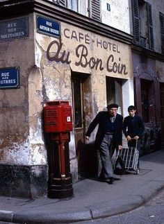 La café-hôtel Au Bon Coin, à l'angle de rue Arthur Rozier et de la rue des Solitaires, Paris 19ème, 1967