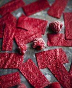 """Då och då brukar jag göra godisremmar av bär och frukter (klicka på länken för att komma till recepten). Den här gången blev det mer """"hallonplattor"""" än remmar, inte lika sega som remmarna..."""