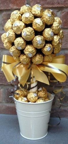 Amelinha baptism DIY Ferrero Rocher Gift Ideas – Edible Crafts Business Wear News You Can Use The tr 50th Party, 50th Birthday, Birthday Parties, Birthday Gifts, Birthday Candy, Golden Birthday, Sister Birthday, Golden Wedding Anniversary, Anniversary Parties