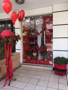 Ζαχαροπλαστείο Μελίνα Christmas Wreaths, Holiday Decor, Home Decor, Christmas Swags, Decoration Home, Holiday Burlap Wreath, Interior Design, Home Interior Design, Christmas Garlands