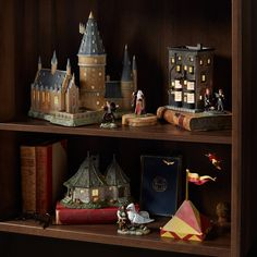 There's a Brand New Harry Potter Christmas Village, and We NEED All the Houses Harry Potter Miniatures, Harry Potter Dolls, Harry Potter Nursery, Harry Potter Shirts, Theme Harry Potter, Harry Potter Diy, Laura Lee, Department 56 Displays, Harry Potter Display