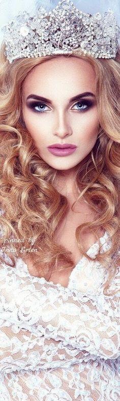 via Inna Erten Queen Crown, The Crown, I Am A Queen, King Queen, Pin Logo, Tiaras And Crowns, Royal Crowns, Beauty Makeup, Royalty