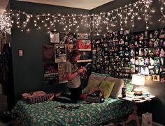 Dark walls, loads of photos. Very cool. #HomeSweetDorm #collegedorm #dormdesign