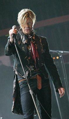 David Bowie Il est fantastique artiste complet le talent pur et je l'aime énor. - Greatest Artists of the Angela Bowie, Diane Arbus, Mayor Tom, Duncan Jones, Beautiful Men, Beautiful People, Nice People, Le Talent, Heavy Metal