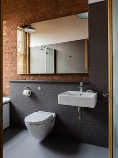 The vintage interior decor never goes out of style. This vintage bathroom decor is such an excellent example if you want your vintage home decor to shine. Vintage Bathroom Decor, Vintage Industrial Decor, Vintage Bathrooms, Industrial House, Contemporary Bathrooms, Modern Bathroom, Brick Wall Decor, Brick Walls, Warehouse Apartment