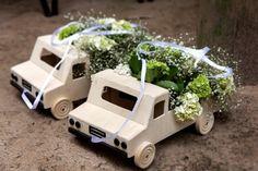 Amor na natureza: De um casamento decorado por Mariana Bassi trazemos essa inspiração, que não se trata apenas de flores, mas de uma forma criativa de levar as alianças ao altar. Foto: Rejane Wolff