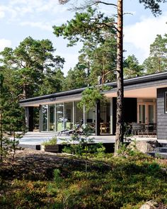 Summer house with a sea view in Porvoo, Finland. Scandinavian Cabin, Black House Exterior, Summer Cabins, Modern Mountain Home, Shed Homes, Barn Homes, Weekend House, Holiday Apartments, Cabins In The Woods