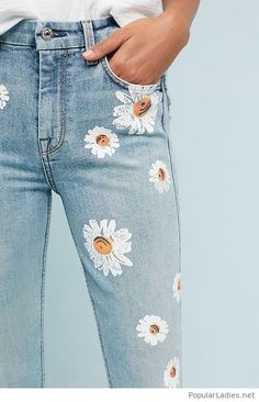Floral print on my jeans Diy Jeans, Jeans Denim, Skinny Jeans, Jeans Shoes, Outfit Jeans, Denim Bag, Ripped Denim, Blue Jeans, Denim Skirt