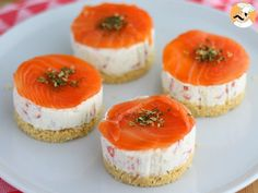 Cheese and salmon Tapas Recipes, Gourmet Recipes, Appetizer Recipes, Mini Cheesecake, Cheesecake Recipes, Marinated Cheese, Salmon Cakes, Classic Desserts, Cheesecakes