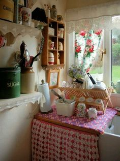 Vintage kitchen....I need to make curtains like this for my kitchen