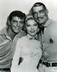 Peggie Castle Peter Brown & John Russell in Lawman John Russell Actor, Old Movies, Great Movies, Vintage Hollywood, Classic Hollywood, Peter Brown Actor, Tyrone Power, Star Wars, Tv Westerns