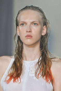 coiffure printemps ete 2014 Londres felder felder - EN IMAGES. 15 coiffures repérées à la Fashion Week de Londres - L'EXPRESS