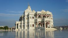 Prem Mandir - The Temple of Divine Love. Taj Mahal, Louvre, India, Building, Temples, Travel, Goa India, Viajes, Buildings