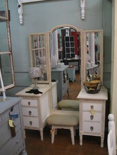 Could a vanity be prettier?  Annie Sloan paint and wax, of course.