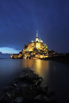 Blue hour in Mont-Saint-Michel, France. This place is beautiful to see! Would love to see it again! Places Around The World, The Places Youll Go, Travel Around The World, Places To See, Best Vacation Destinations, Best Vacations, Vacation Spots, Mont Saint Michel France, Le Mont St Michel